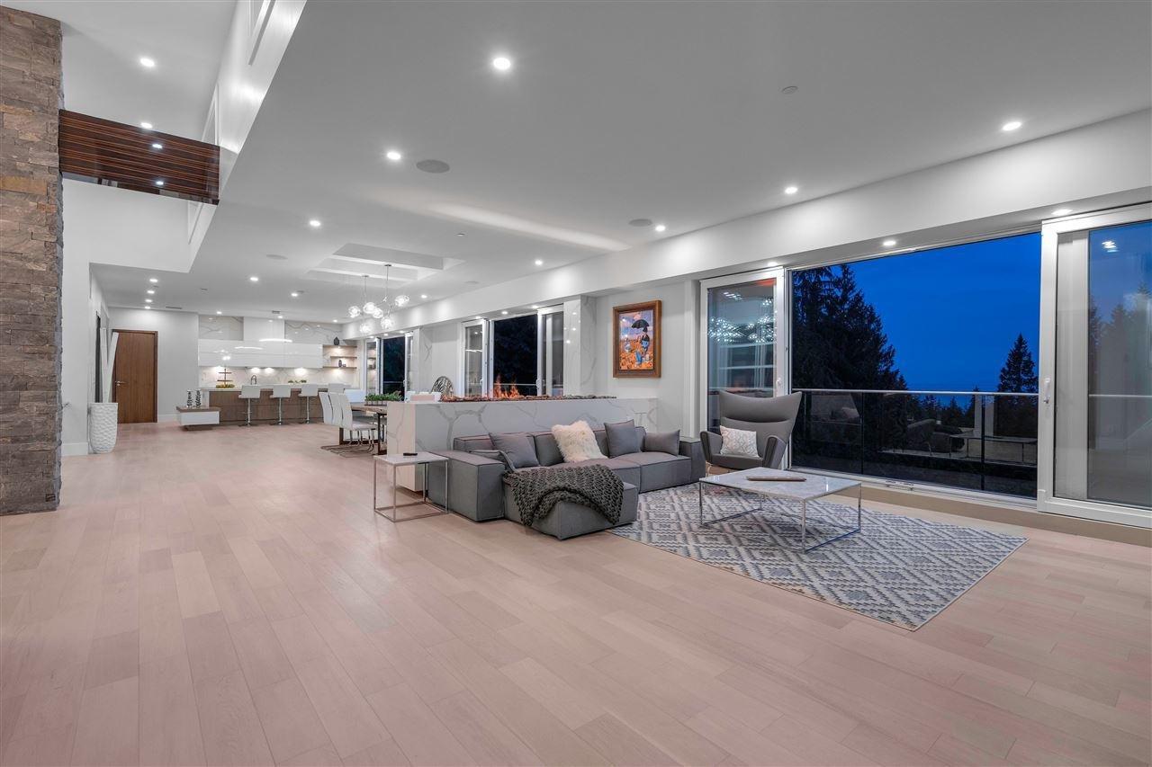 4189 Rockridge Road living room
